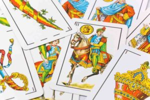 Juegos con cartas - Baraja de naipes españoles